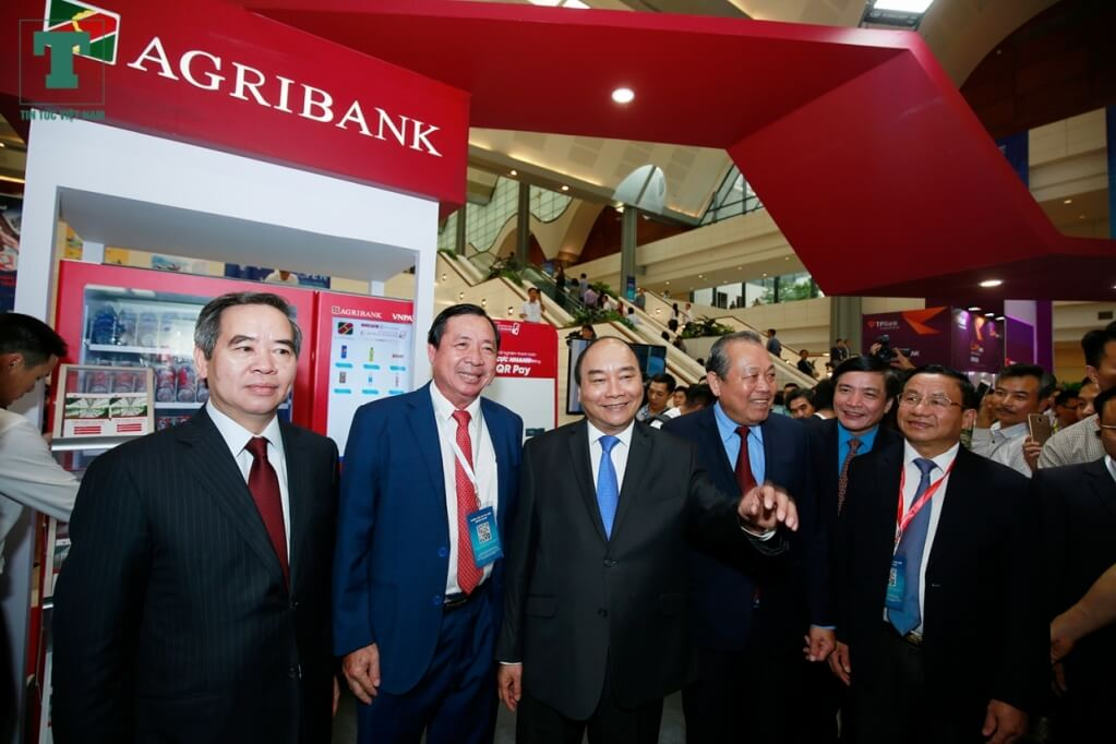 Agribank cùng Thủ tướng Nguyễn Xuân Phúc - CTY KIỂM TOÁN EXPERTIS